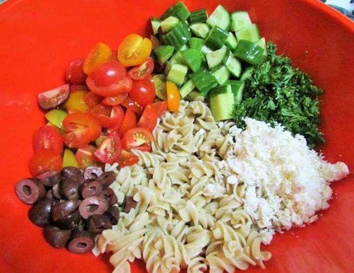 salada-de-arroz-com-macarrao