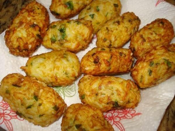bolinho-de-arroz-com-quinoa-frango-e-queijo-vegetal