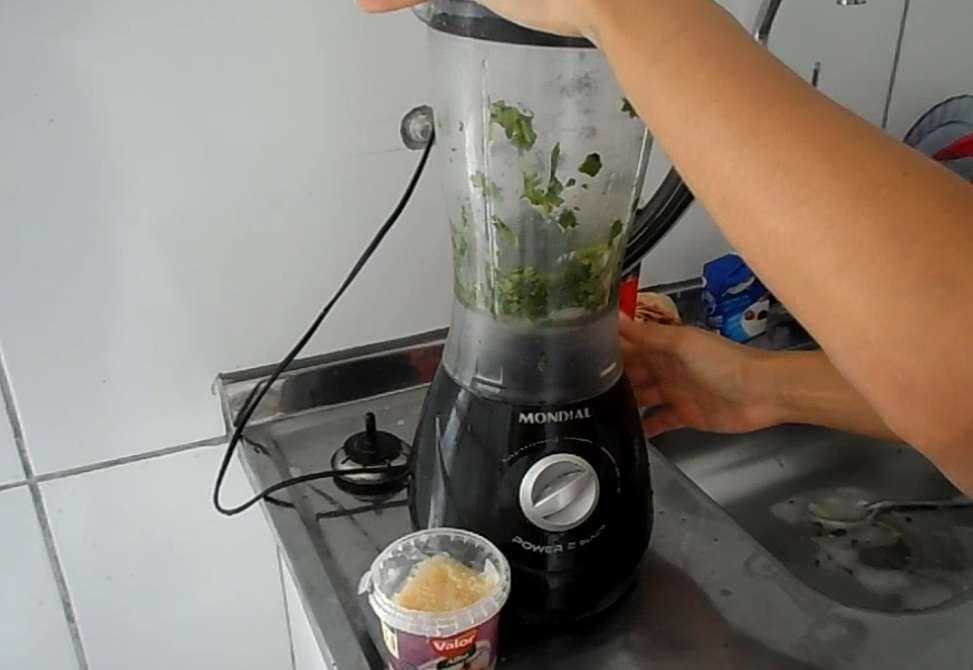 bata o cheiro verde no liquidificador